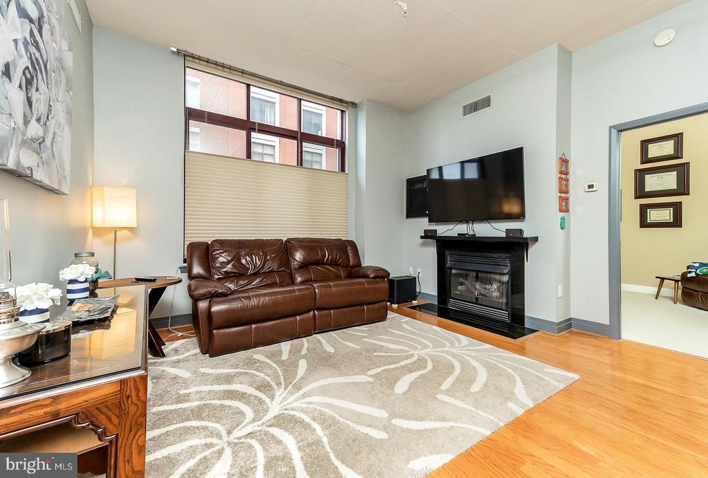 Family Room - 1205 N GARFIELD ST #304, ARLINGTON