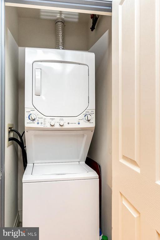 Stacked washer/dryer - 1205 N GARFIELD ST #304, ARLINGTON