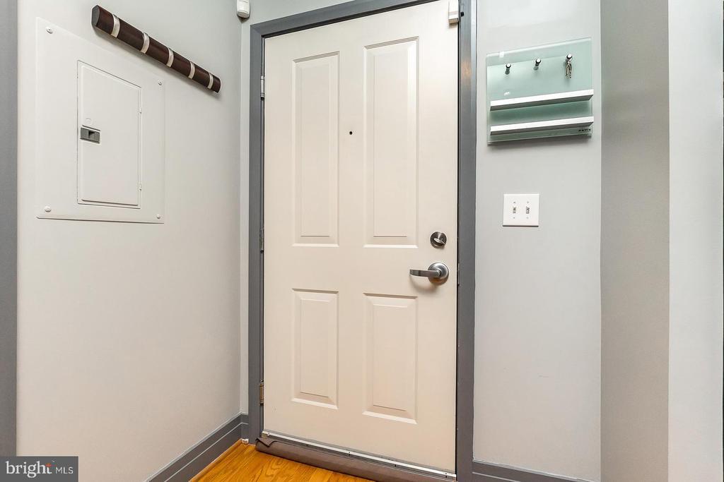 Entry Way - 1205 N GARFIELD ST #304, ARLINGTON