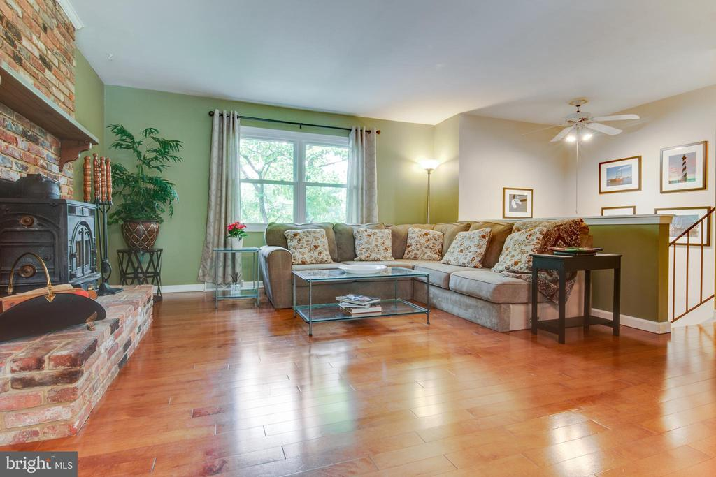 Spacious living room for you to relax. - 1087 LITTLE MAGOTHY VW, ANNAPOLIS