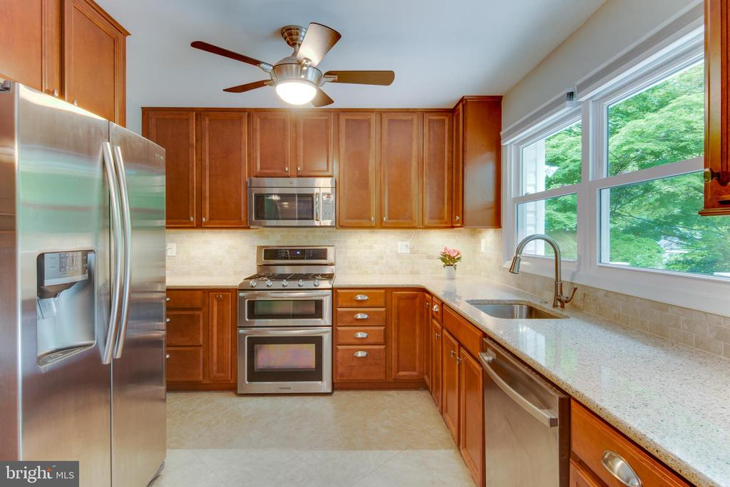 Gourmet kitchen with stainless appliances. - 1087 LITTLE MAGOTHY VW, ANNAPOLIS