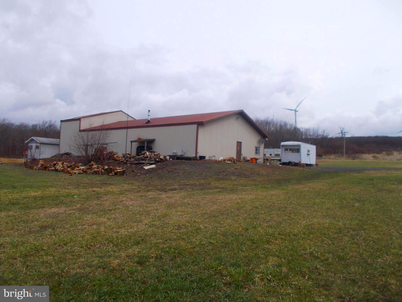 Single Family Homes para Venda às Mount Storm, West Virginia 26739 Estados Unidos