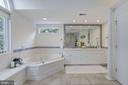 Owners' suite spa-like bath with corner jetted tub - 5508 DEVON RD, BETHESDA