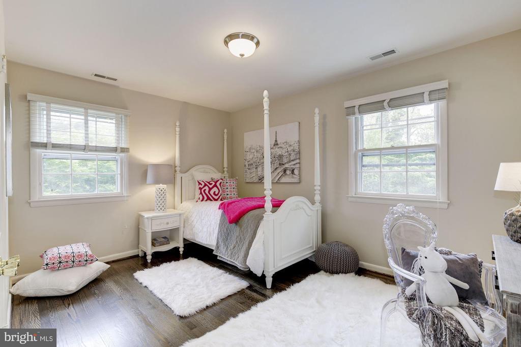 Bedroom 5 - also with custom closet - 5508 DEVON RD, BETHESDA