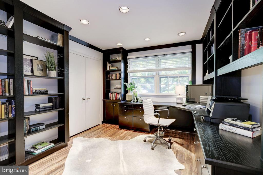 Custom office could be main floor 6th BR if needed - 5508 DEVON RD, BETHESDA