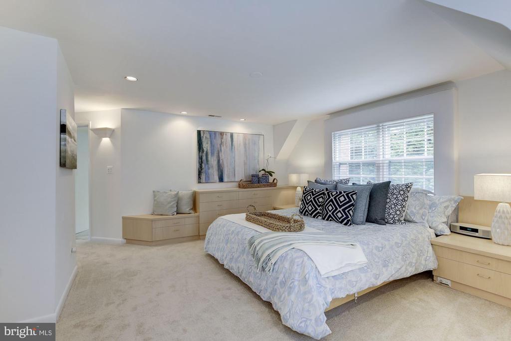 Enjoy owners' suite 3 walk-in closets (not shown) - 5508 DEVON RD, BETHESDA