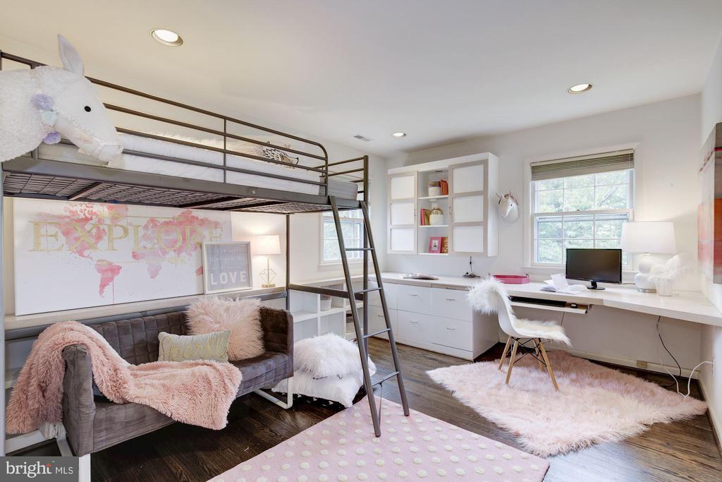 Bedroom 3 - offers built in bookcase & shelving - 5508 DEVON RD, BETHESDA