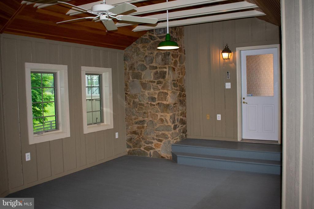 large room for exercise, pool table or ? - 37354 JOHN MOSBY HWY, MIDDLEBURG