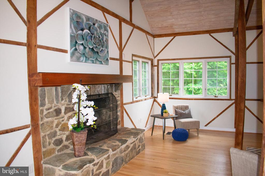 Stone fireplace feature in living room - 37354 JOHN MOSBY HWY, MIDDLEBURG