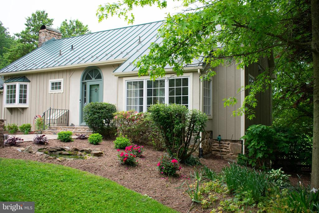 Front of home w/ circular drive - 37354 JOHN MOSBY HWY, MIDDLEBURG