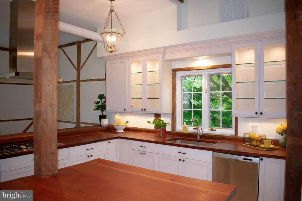 Lots of windows and views from this kitchen - 37354 JOHN MOSBY HWY, MIDDLEBURG