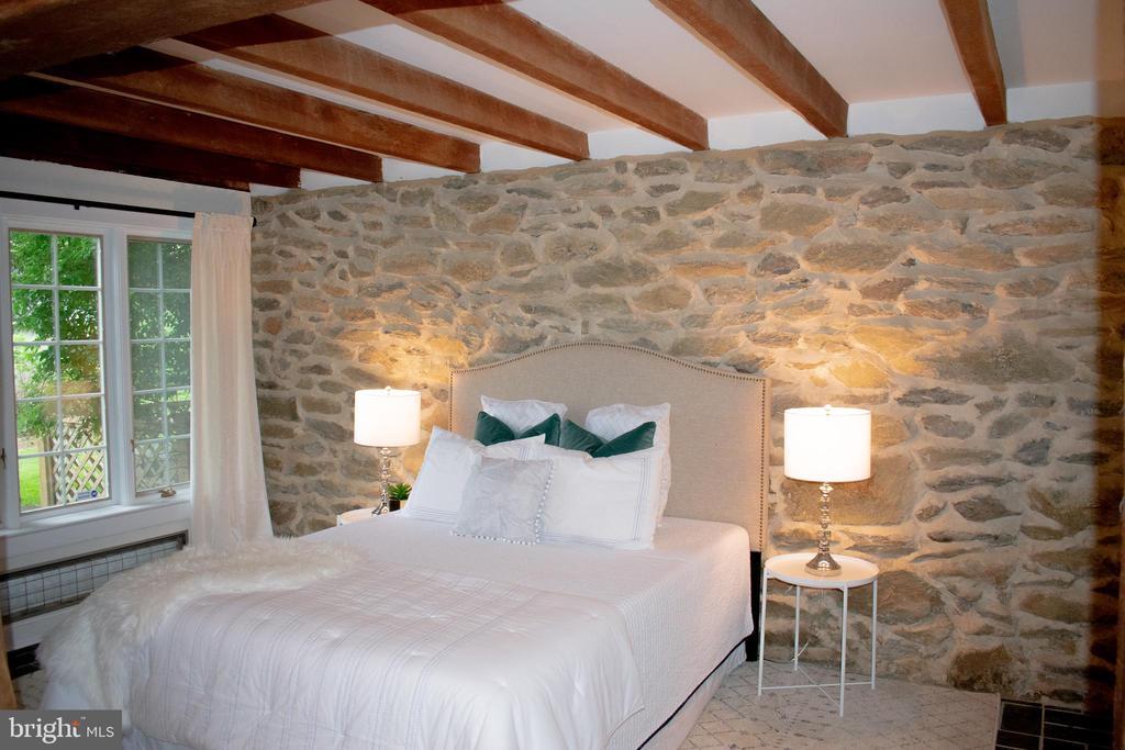 Master Bedroom en suite bath w/radiant - 37354 JOHN MOSBY HWY, MIDDLEBURG