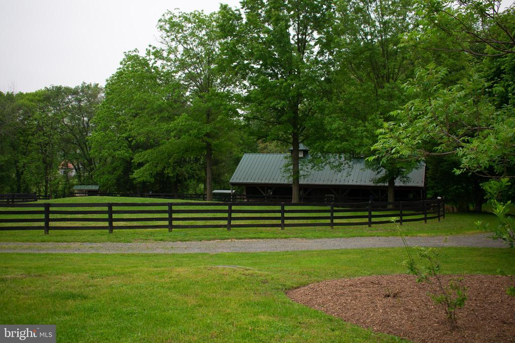 drive or walk to barn - 37354 JOHN MOSBY HWY, MIDDLEBURG
