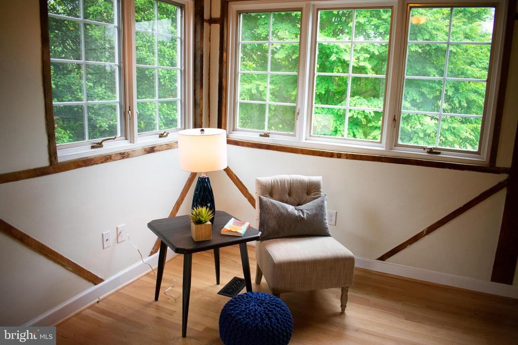 read a book in this cozy corner - 37354 JOHN MOSBY HWY, MIDDLEBURG