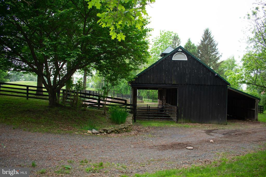 drive or walk to barn w/machine shed - 37354 JOHN MOSBY HWY, MIDDLEBURG