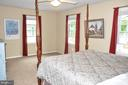 MASTER BEDROOM WITH LOTS OF LIGHT - 9770 MAIN ST, FAIRFAX