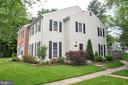 END UNIT WITH PRIVATE SIDE ENTRANCE - 9770 MAIN ST, FAIRFAX