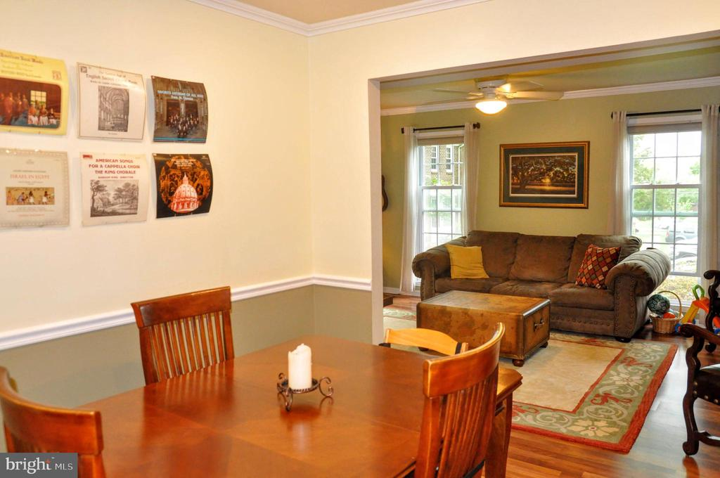DINING ROOM OF LIVING ROOM AND KITCHEN - 9770 MAIN ST, FAIRFAX