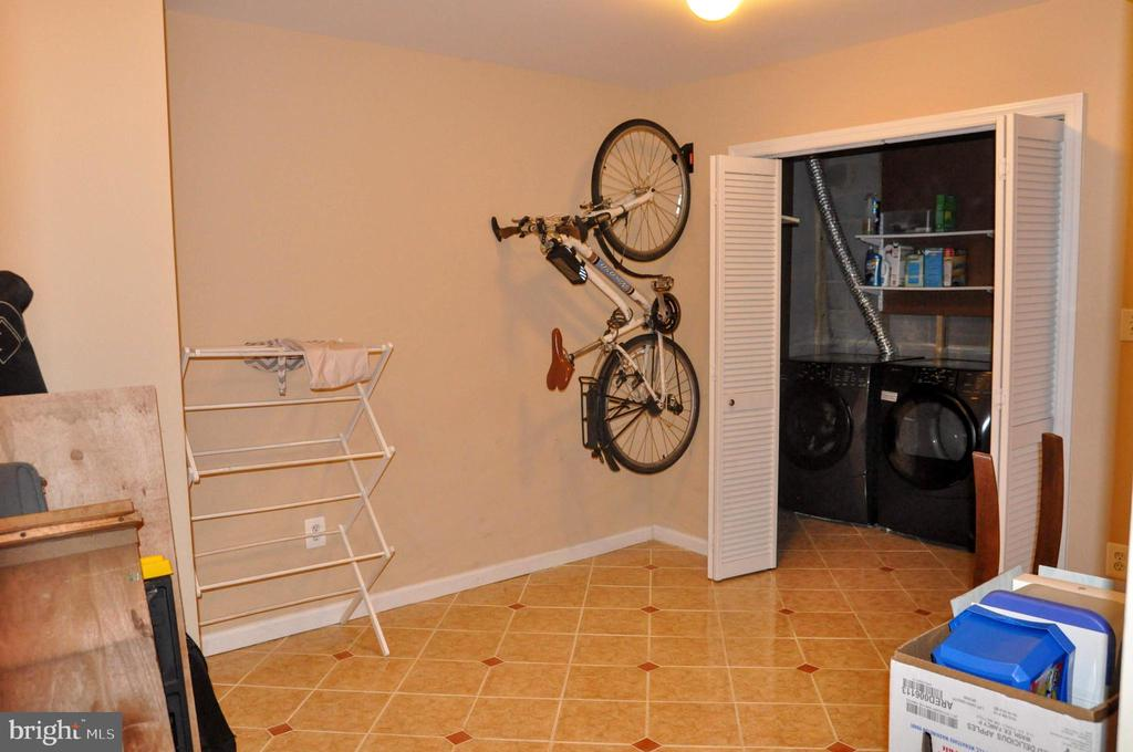 L/L  FINISHED STORAGE AND UTILITY/LAUNDRY  ROOM - 9770 MAIN ST, FAIRFAX