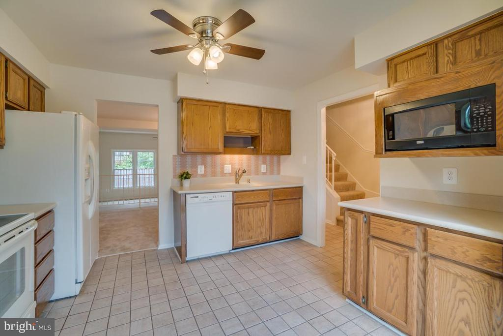 Space for a Table - 12090 WINONA DR, WOODBRIDGE