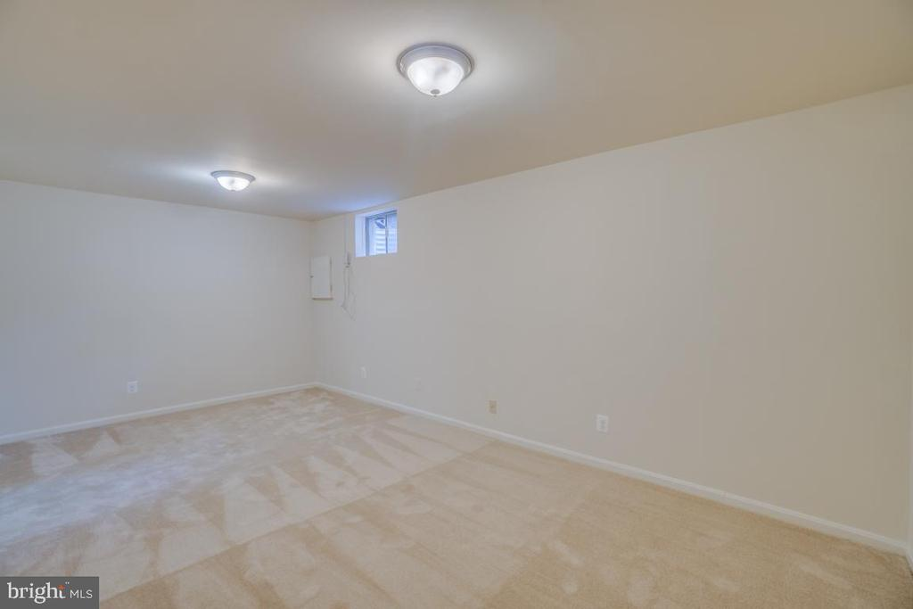 Great Space in  the Recreation Room/Den - 12090 WINONA DR, WOODBRIDGE