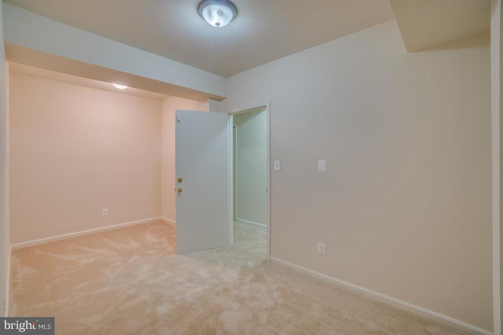Flex Room with Unlimited Possibilities - 12090 WINONA DR, WOODBRIDGE
