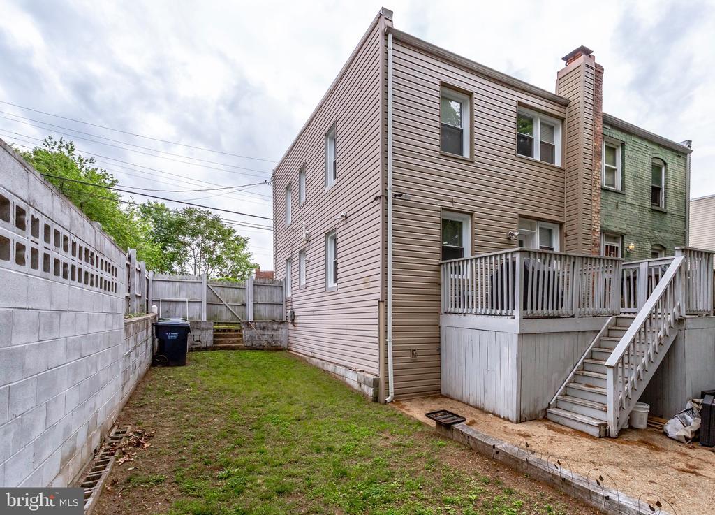 Plenty of yard space for year round enjoyment - 4704 BROOKS ST NE, WASHINGTON