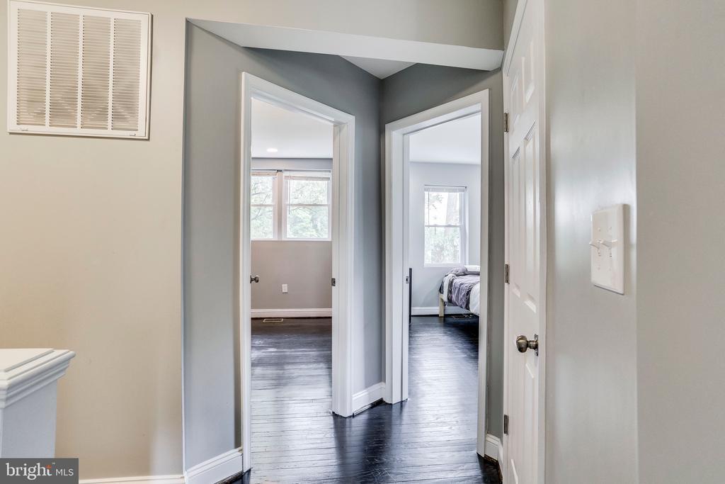 Two additional bedrooms on upper level - 4704 BROOKS ST NE, WASHINGTON