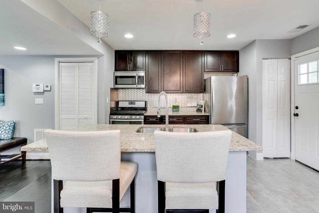 Renovated kitchen w/walk out deck - 4704 BROOKS ST NE, WASHINGTON