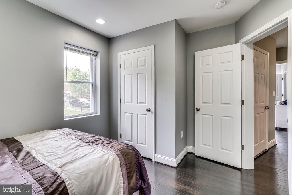 Second bedroom view 3 - 4704 BROOKS ST NE, WASHINGTON