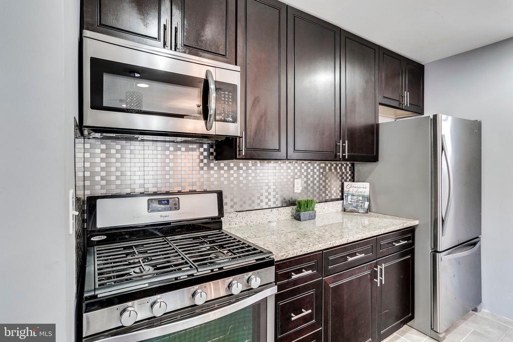 Chocolate cabinets - 4704 BROOKS ST NE, WASHINGTON