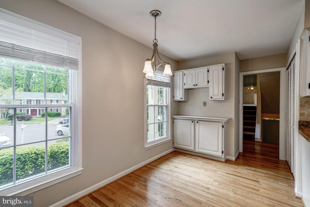 Eat-In Area in Kitchen View 2 - 8623 APPLETON CT, ANNANDALE
