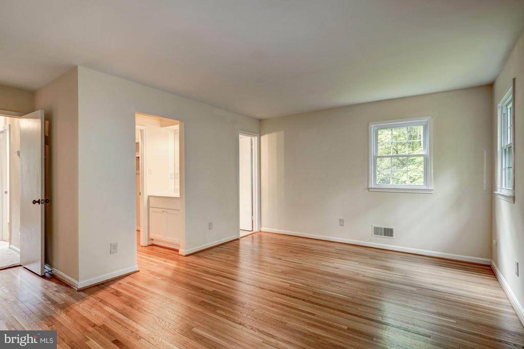 Master Bedroom Upper Level 1 - 8623 APPLETON CT, ANNANDALE