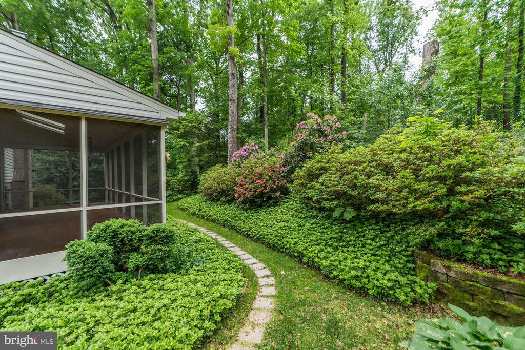 Exterior Rear with Lush Gardens - 8623 APPLETON CT, ANNANDALE