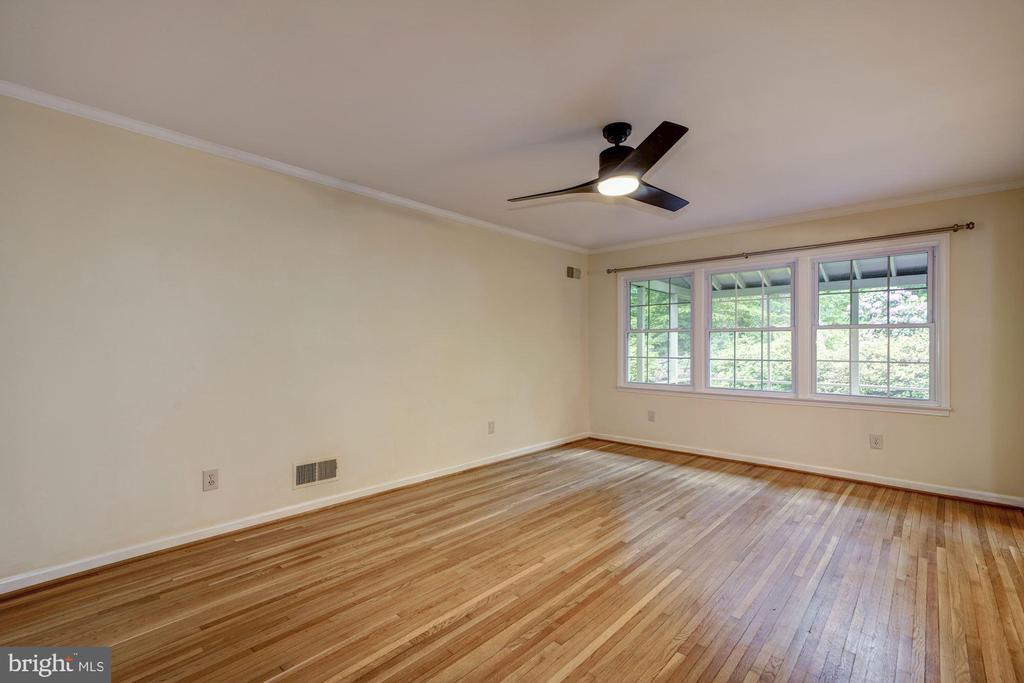 Living Room - 8623 APPLETON CT, ANNANDALE