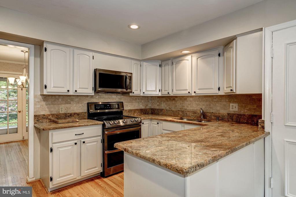 Dining Room/Kitchen - 8623 APPLETON CT, ANNANDALE