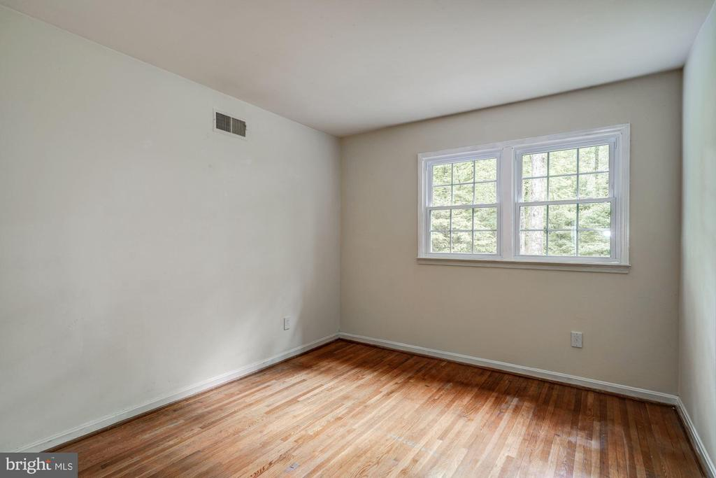 Bedroom 2 - 8623 APPLETON CT, ANNANDALE