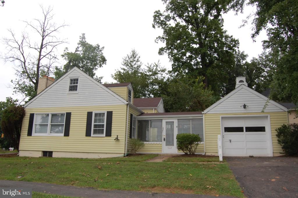 2301  GROVE AVENUE, Falls Church, Virginia