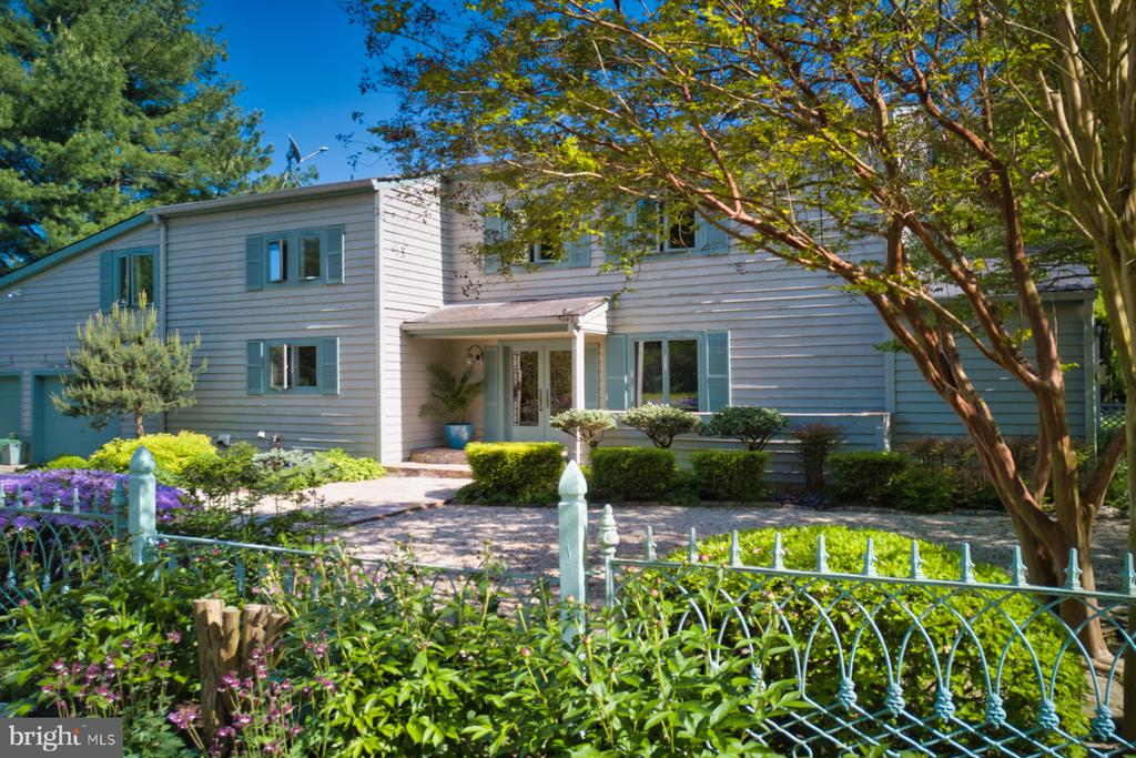 Mid Century sought after design - 23009 COBB HOUSE RD, MIDDLEBURG