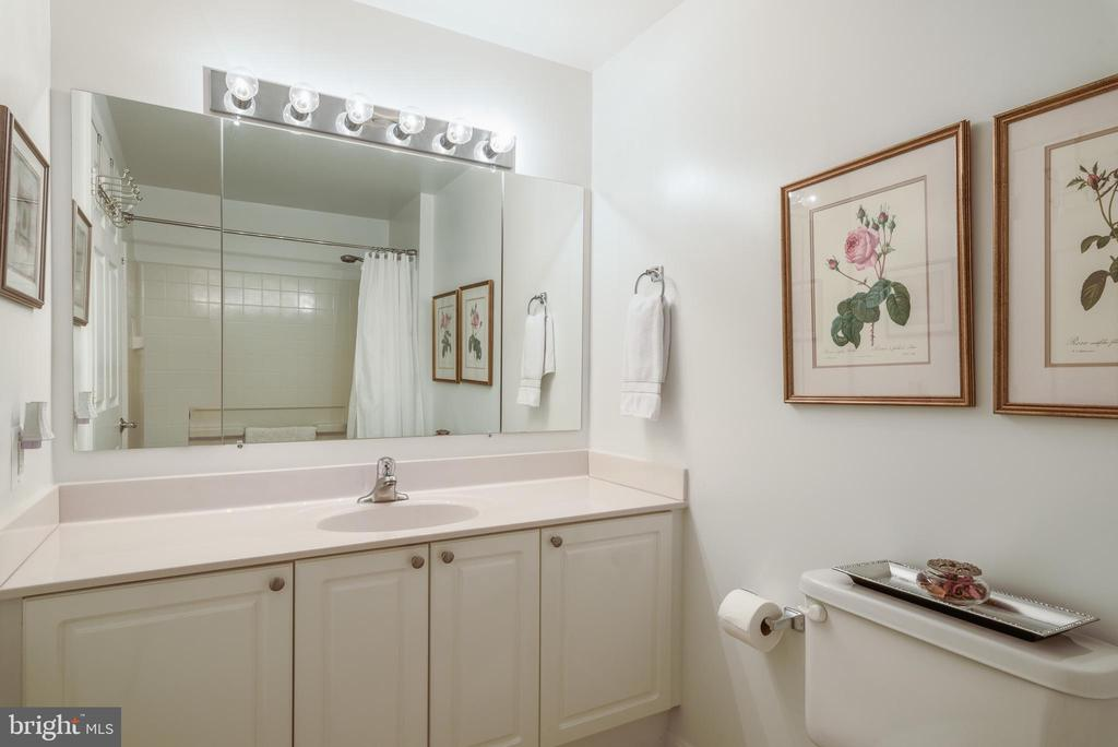 2nd bathroom - 19355 CYPRESS RIDGE TER #416, LEESBURG
