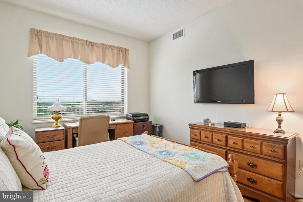2nd bedroom with view - 19355 CYPRESS RIDGE TER #416, LEESBURG