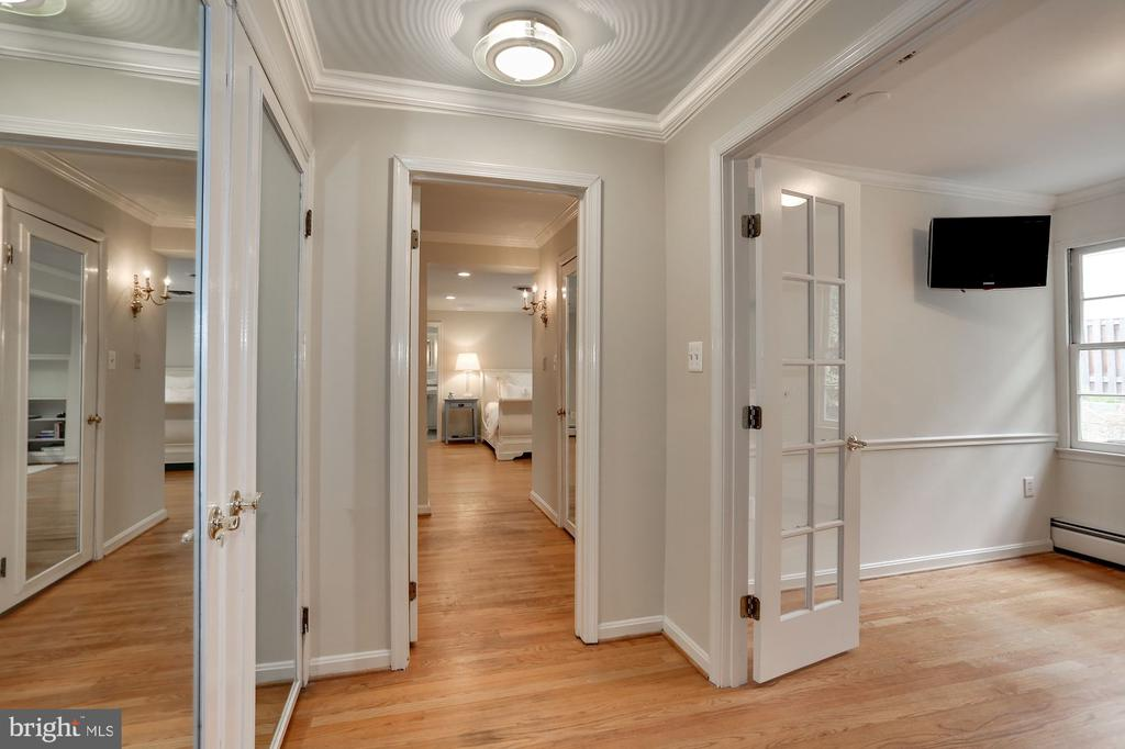 Master Suite Dressing Room with 3 Enormous Closets - 3323 N VERMONT ST, ARLINGTON