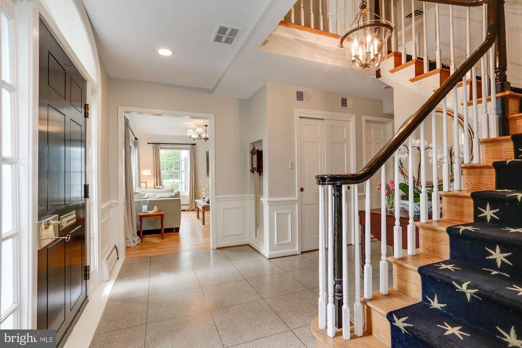 Grand Staircase - 3323 N VERMONT ST, ARLINGTON