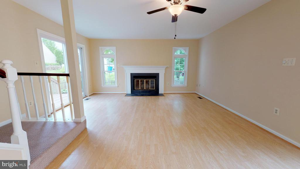 Shining laminate flooring in the living room. - 20 MCPHERSON CIR, STERLING