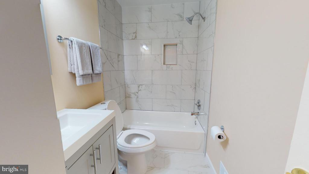 Upper level hall bath totally remodeled. - 20 MCPHERSON CIR, STERLING