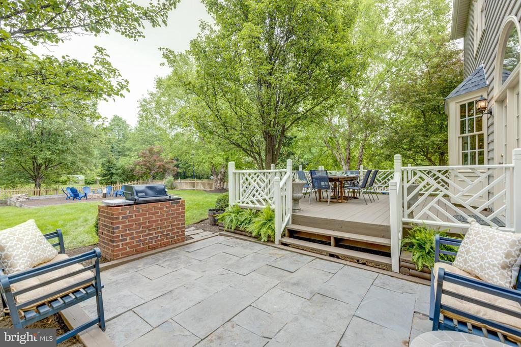 Stone pad, brick surround for outdoor grill - 43262 TISBURY CT, CHANTILLY