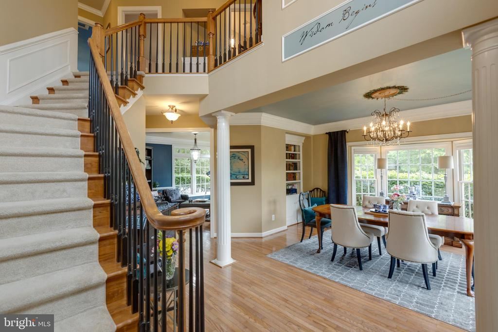 Foyer opens to dining - 43262 TISBURY CT, CHANTILLY