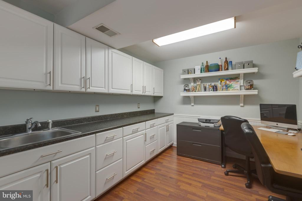 Craft room with custom cabinets and utility sink - 43262 TISBURY CT, CHANTILLY
