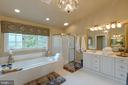 Separate shower and his/her vanities - 43262 TISBURY CT, CHANTILLY