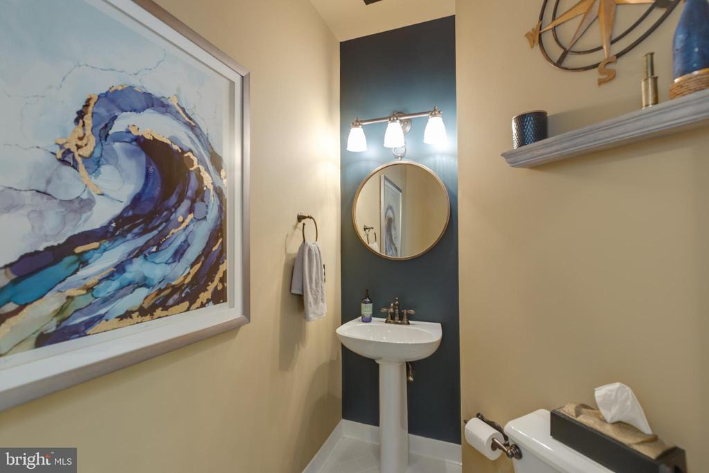 Half bath on main - 43262 TISBURY CT, CHANTILLY